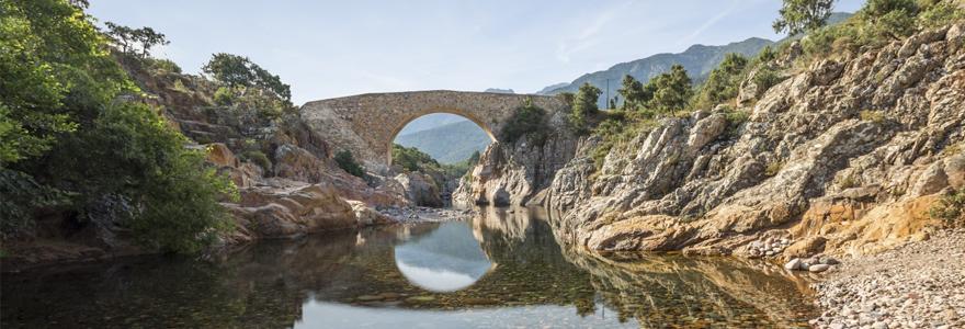 Un camping particulièrement soucieux de la nature en Corse