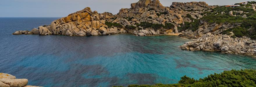 Réserver un voyage pour la Corse en contactant une agence de voyage spécialisée en ligne